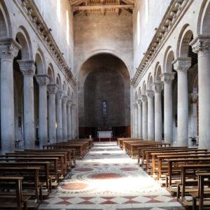 Duomo_di_viterbo,_interno_01